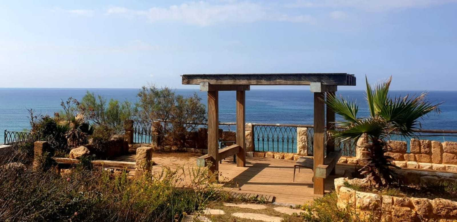 Beachfront villa for sale in Israel - Bet Yanai